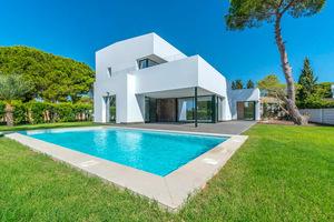 4 bedroom 3 bathroom luxury villa with private pool in Campoamor
