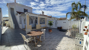 2 bedroom semi detached renovated townhouse in El Chapparal