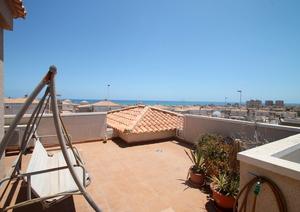 2 bedroom top floor bungalow in Torrevieja 500m from the sea