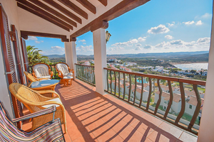 4 bedroom 3 bathrooom villa & spectacular views in Playa Fornells, Menorca