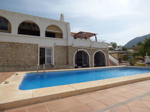 Detached villa with guest apartment in Orcheta