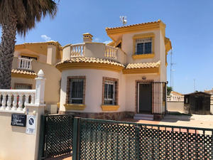 3 bedroom, 2 bathroom detached villa on El Raso