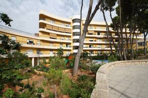 One bedroom renovated apartment in Moraira, close to the beach.