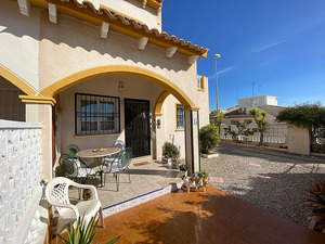2/3 bedroom, 2 bathroom corner townhouse in Playa Flamenca