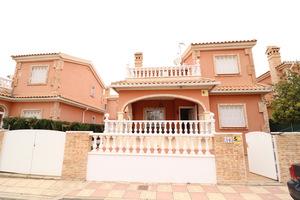 3 bedroom 2 bathroom detached villa in Playa Flamenca