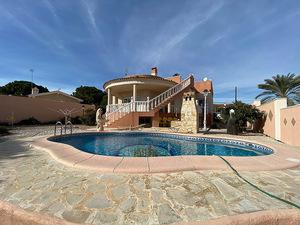 3 bedroom, 3 bathroom detached villa in Los Balcones