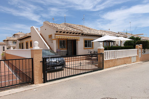 2 bedroom corner bungalow in Lomas De Cabo Roig, Costa Blanca South