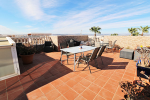 2 bedroom apartment in Torrevieja, overlooking the pool