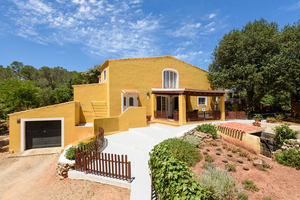 Country estate comprising 3 houses with land near Es Mercadal, Menorca