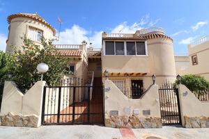 3 bedroom upstairs bungalow in Playa Flamenca