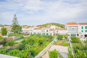 Large 4 bedroom apartment in Es Mercadal, Menorca with garden and garage