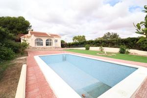 3 bedroom detached villa in Los Balcones with private pool