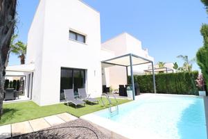 2 bedroom 2 bathroom villa with private pool in Quesada