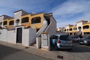 2 bedroom top floor bungalow in Torrevieja