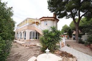 3 bedroom villa with private pool in Pinar de Campoverde