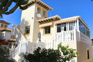 4 bedroom 2 bathroom villa in Playa Flamenca