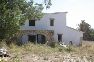 Old finca in Teulada with large plot of land