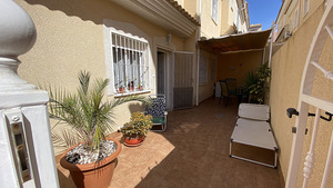 2 bedroom 2 bathroom corner townhouse in Villamartin