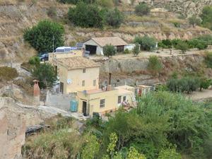 2 bedroom 2 bathroom finca in Relleu, with land