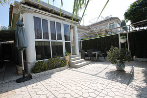 2 bedroom corner bungalow in La Siesta