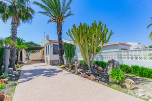 2 bedroom semi detached villa in Mil Palmeras 800m from the beach