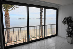 2 bedroom, 2 bathroom renovated apartment on the Mar Menor beachfront