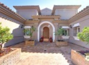 4 bedroom Villa for sale in El Paraiso