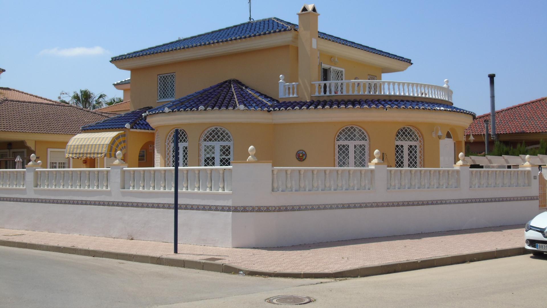 4 bedroom Villa for sale in Los Alcazares