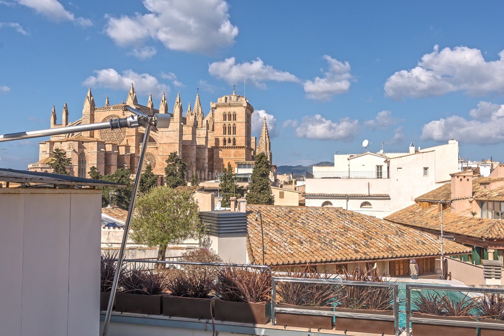 Duplex penthouse with cathedral and sea views in the Old Town of Palma de M