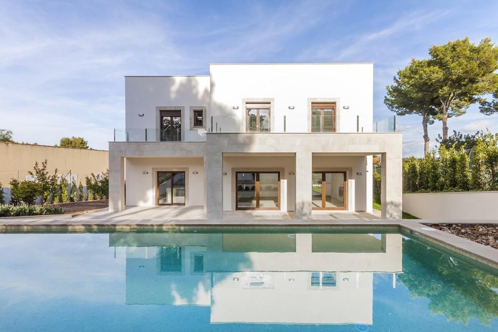 Modern villa close to the natural harbour of Santa Ponsa