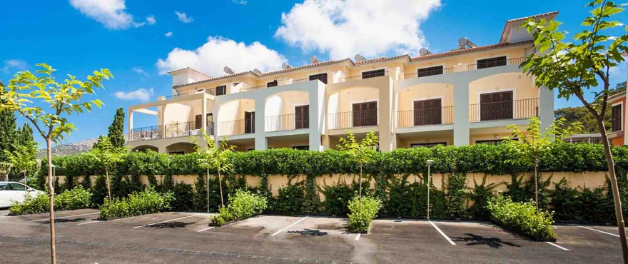 TOWNHOUSES FOR SALE IN SPAIN AT ANDRATX GOLF COURSE, MALLORCA