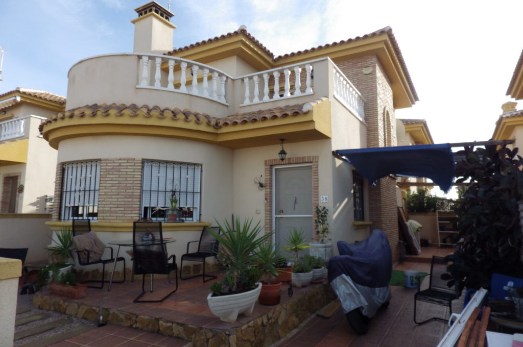 3 bedroom Villa for sale in Roldan