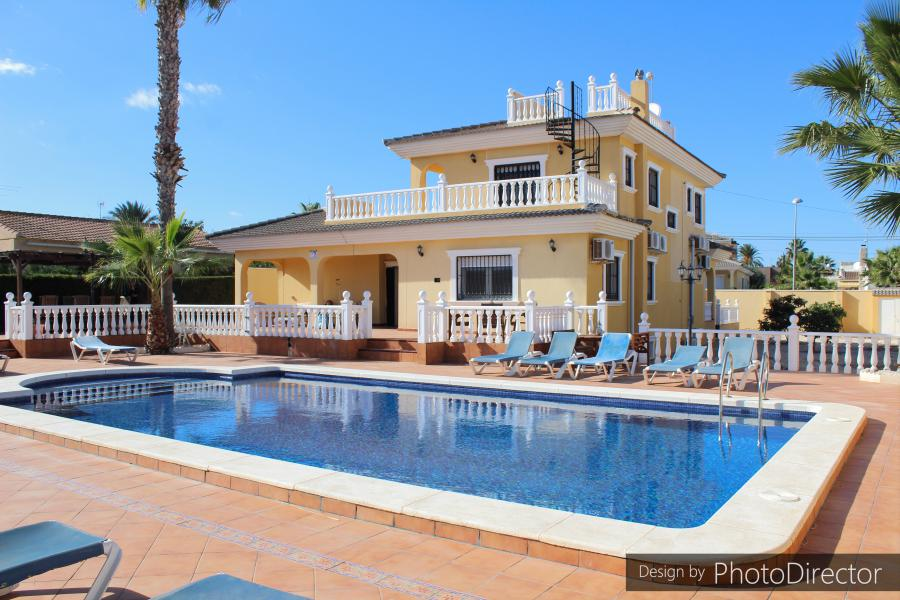6 bedroom Villa for sale in Los Balcones