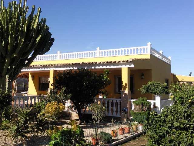 3 bedroom Villa for sale in Arenales del Sol