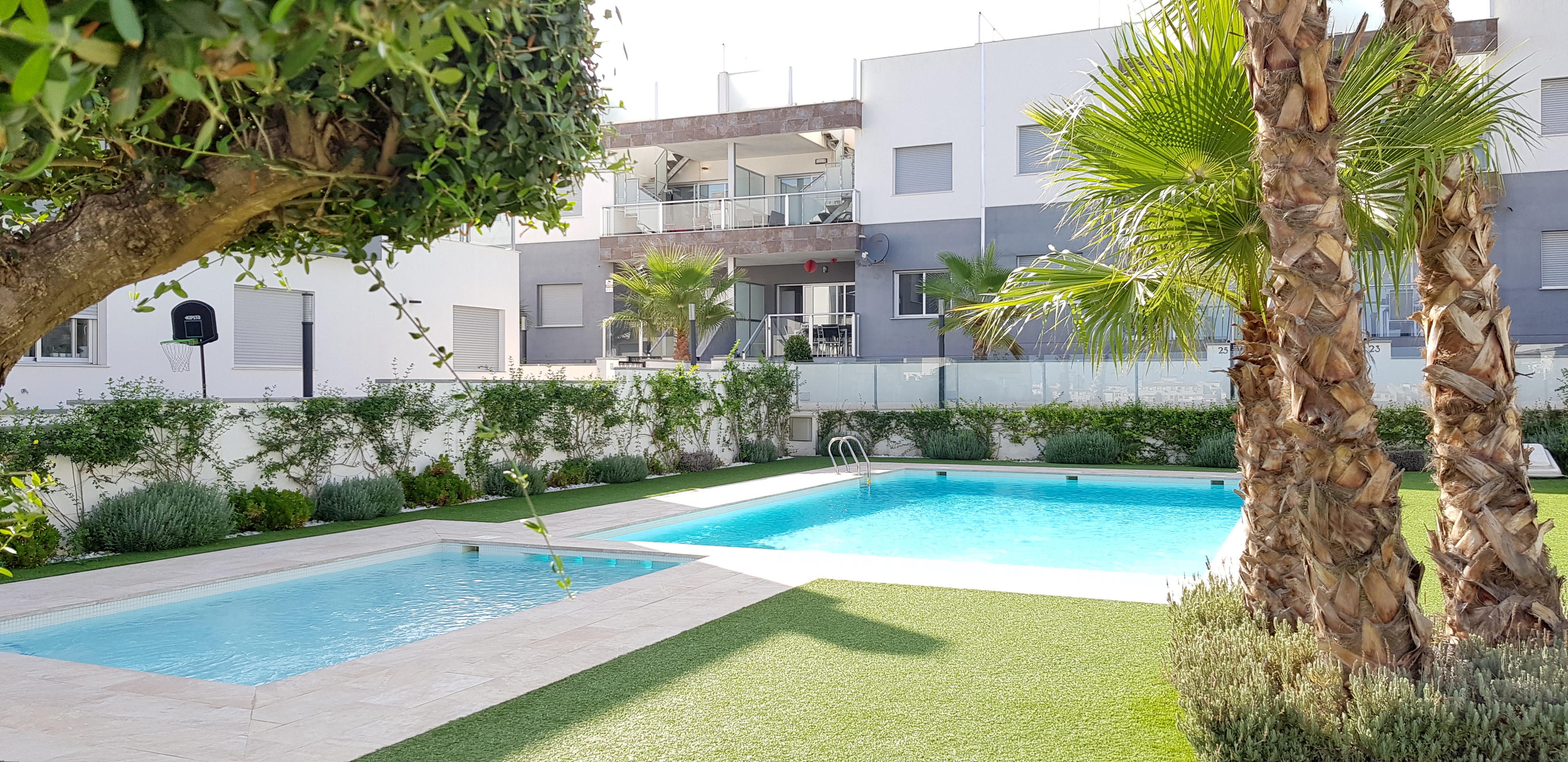 Stunning 2 Bed Ground Floor Apartment Overlooking the Swimming Pool