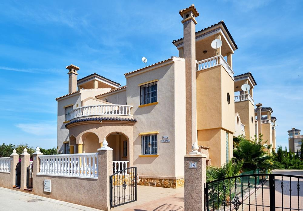 3 bedroom Townhouse for sale in El Raso