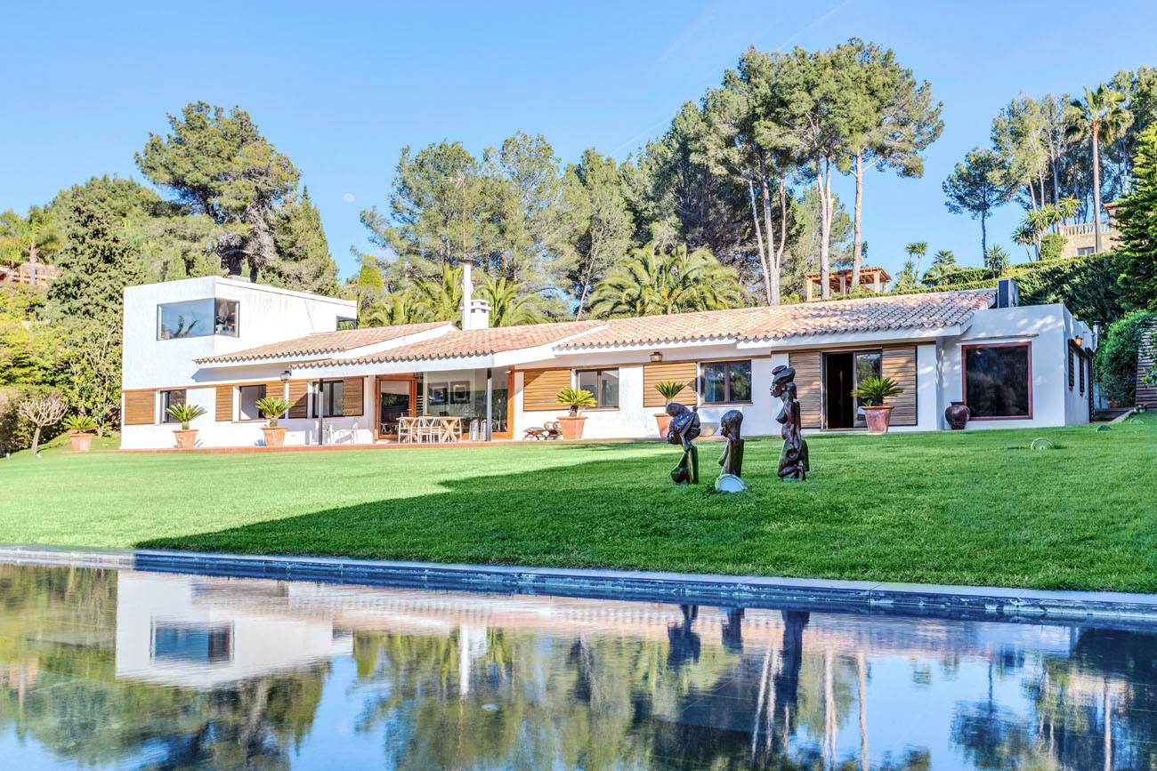 Modern villa on the golf course in Son Vida