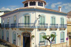 8 bedroom Villa for sale in Velez de Benaudalla