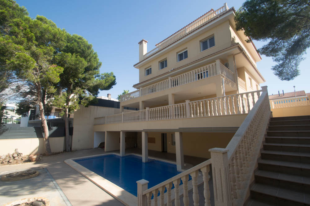 8 bedroom Villa for sale in Campoamor