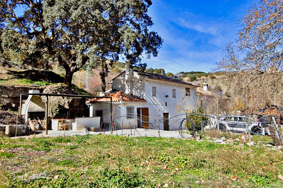 3 bedroom Finca for sale in Alhama de Granada