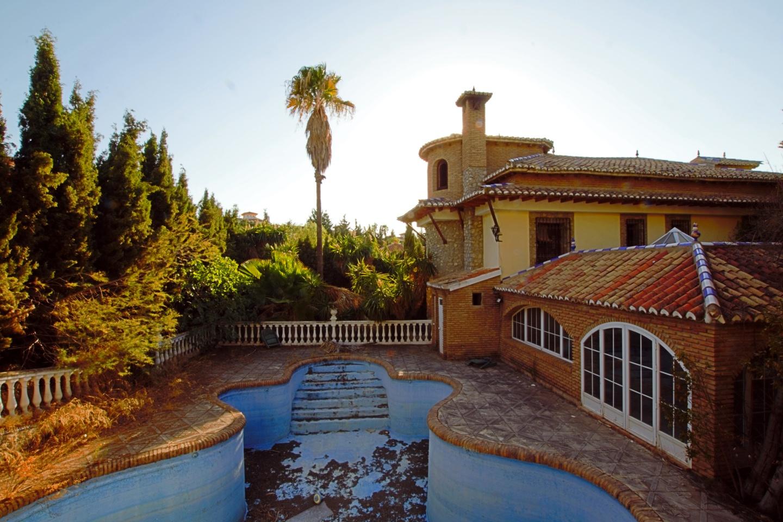 5 bedroom Villa for sale in Otura