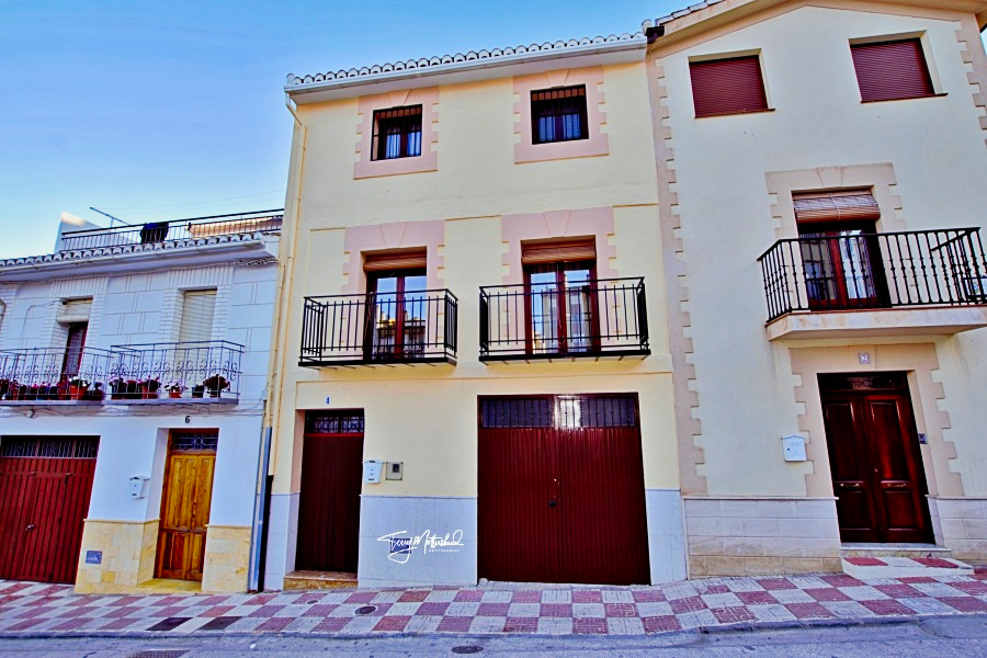 7 bedroom Townhouse for sale in Alhama de Granada