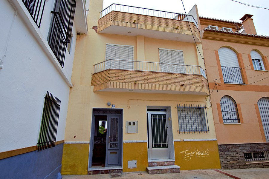 6 bedroom Townhouse for sale in Velez de Benaudalla