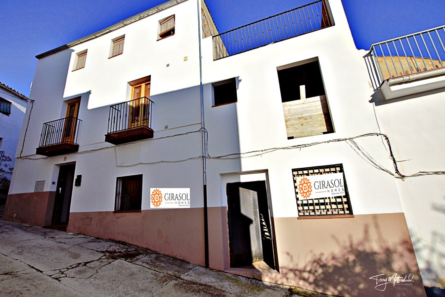 6 bedroom Townhouse for sale in Alhama de Granada