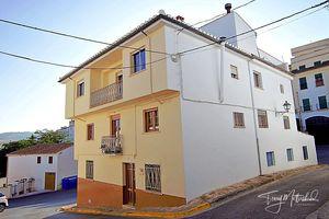6 bedroom Townhouse for sale in Alhama de Granada