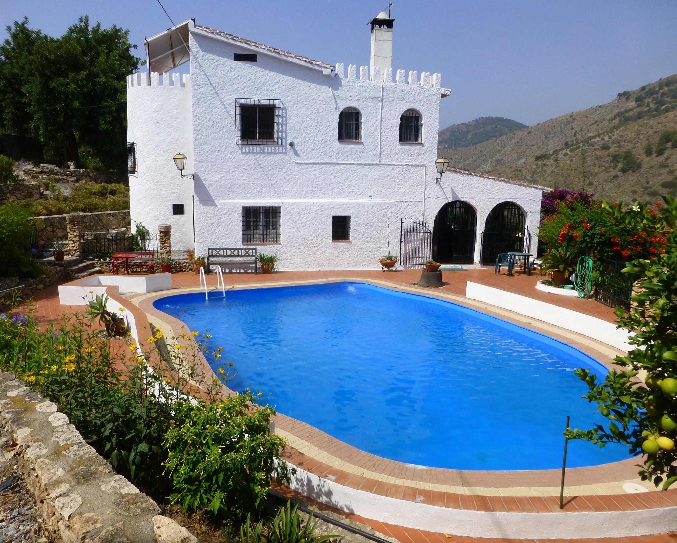 10 bedroom Villa for sale in Velez de Benaudalla