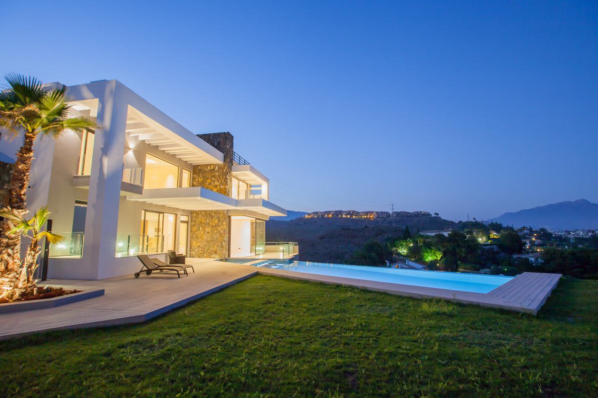 6 bedroom Villa for sale in El Paraiso