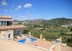 Spacious 4 bedroom apartment for sale in Benitachell with sea view