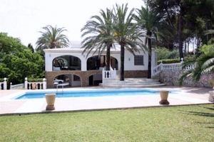 Casa de 8 dormitorios en venta en Javea
