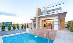 3 dormitorios y 3 baños, con piscina. VILLAS DE LUJO EN EL CORAZÓN DE LOS A